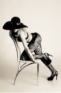 Проститутка на стуле сайта kinosex2